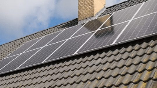 ¿Puedo instalar placas solares en mi casa?